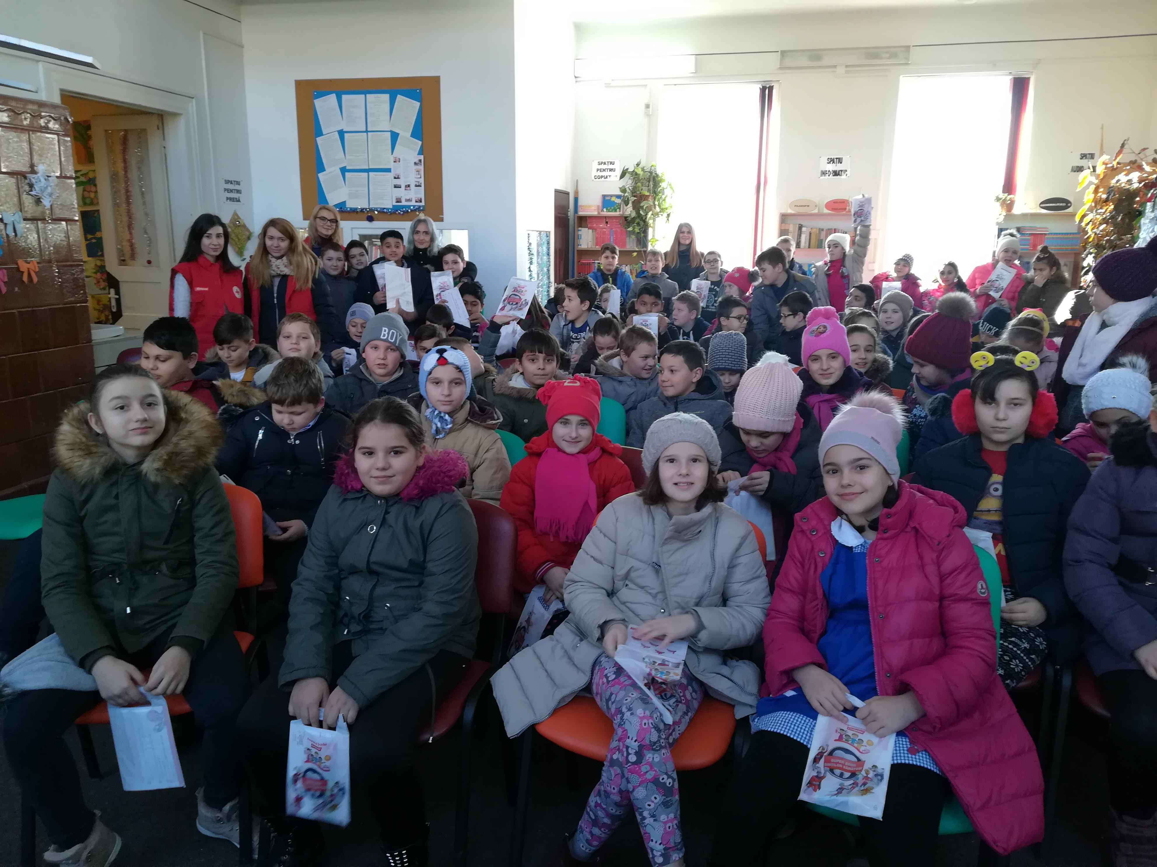 Colgate și Crucea Roșie în școlile din Șimleu Silvaniei